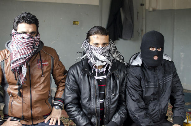 Het vrije syrische leger borden zwaaiende demonstranten for Telephone leger