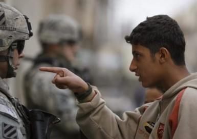 20080105-Inwoner-van-Bagdad-wijst-Amerikaanse-soldaat-terecht-550x391