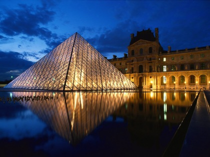 Pyramid-at-Louvre-Museum_Paris_France