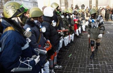 right-sector-trainen-op-onafhankelijkheidsplein in centrum van kiev op 25 januari 2014-nb-34
