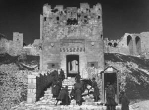 Soldaten aan de citadel van Aleppo in 1940.