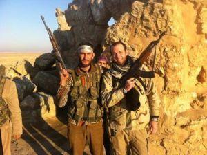 Eric Harroun, een Amerikaanse legerveteraan die aan het front in Syrië vocht in de rangen van het Vrije Syrische Leger (VSL), werd dood aangetroffen in het huis van zijn vader in Phoenix in Arizona in de Verenigde Staten, aldus Vice News. (  http://news.vice.com/articles/american-jihadist-eric-harroun-dies-at-31 ) Volgens informatie van familieleden op zijn Facebook gebeurde dit op 8 april 2014. ( https://www.facebook.com/eric.harroun ) Volgens zijn zus, Sarah Harroun, is wellicht een overdosis drugs de oorzaak van zijn overlijden. (  http://abcnews.go.com/Blotter/eric-harroun-us-army-vet-fought-syria-died/story?id=23273218 ) Harroun, die in een video zei dat 'de dagen van Assad geteld waren', zou 32 jaar worden in juni. (  http://youtu.be/NhbUZo7Aq1A )