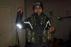 De dertienjarige Younes uit de Brusselse deelgemeente Molenbeek vecht momenteel samen met zijn broer aan het front in Syrië. (Foto: La Capitale)