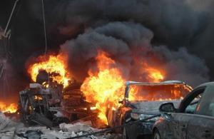 In Syrië gaat de dagelijkse terreur verder. Op 9 april 2014 kostten twee autobommen het leven aan 25 mensen, waaronder vrouwen en kinderen. Meer dan honderd burgers raakten bij de aanslagen gewond. (Foto: AFP/STR)
