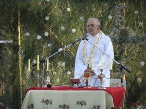 Pater Frans van der Lugt tijdens zijn vijftigste verjaardag in dienst van Jezus in 2009 in Al-Ard, zijn project in Homs met onder meer een centrum voor gehandicapten, een retraitehuis en een wijnmakerij.