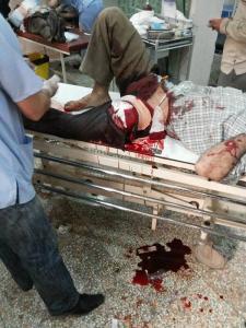 Ziekenhuizen in de omgeving kregen vele slachtoffers van het luchtbombardementen op de groentenmarkt.