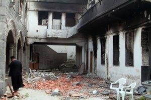 Vernielingen in de orthodoxe al-Zinar kerk in de oude stad van Homs.