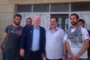 McCain met voormalige VSL-leider Gen. Isis en terroristen die nu bij IS zijn aangesloten