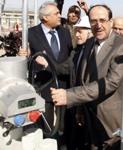 Oil Minister Luaibi (left), Deputy Premier Shahristani (center), and Premier Maliki (right) at the opening ceremony of Basra's new oil terminal, Feb. 12, 2012 (Reuters)