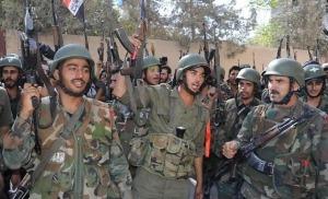 Stoer doende Syrische soldaten. Het Syrische leger lijkt de slag om de al Shaer gas- en olievelden nabij Palmyra (Tadmur) definitief gewonnen te hebben. Er zou daarbij een zoveelste Belg gesneuveld zijn.
